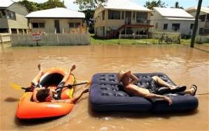 Camper mieten Australien in der RegenzeitCamper mieten Australien in der Regenzeit - Besser mit dem Schlauchboot unterwegs