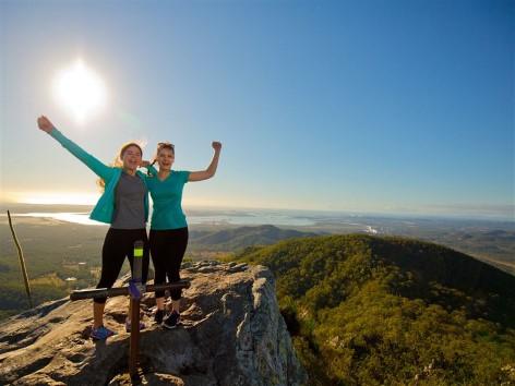 Mount Larcom besteigen - Eine unvergessliche Aussicht genießen!