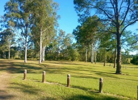 Tully Memorial Park bietet eine große ebenerdige Grünfläche für eine angenehme Nacht im Campervan