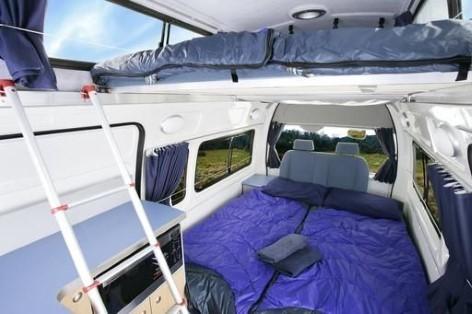 Der Schlafbereich des 5 Personen Campervans Automatik