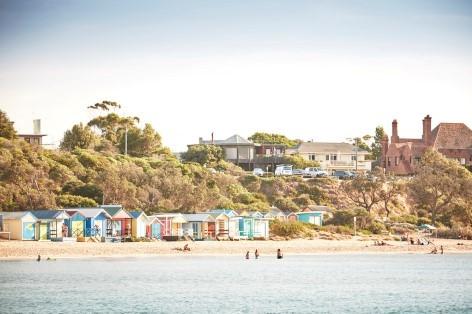 Die kleinen bunten Badeboxen sind das Highlight am beliebtesten Strand von Melbourne!