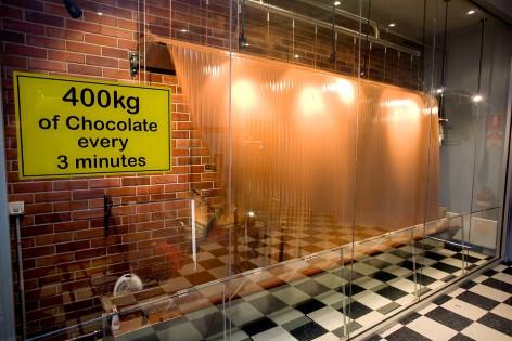Panny's Chocolate Factory hat den größten Wasserfall aus Schokolade der Welt